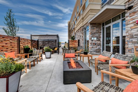 Outdoor Patio and Fire Pit Holiday Inn - Nampa