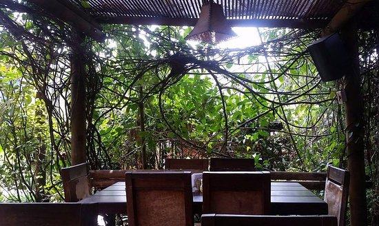 Queareparaenamorarte: Una de las mesas al aire libre.
