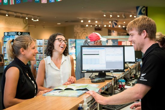 Nelson, New Zealand: Take your time to chat to our knowledgeable staff.