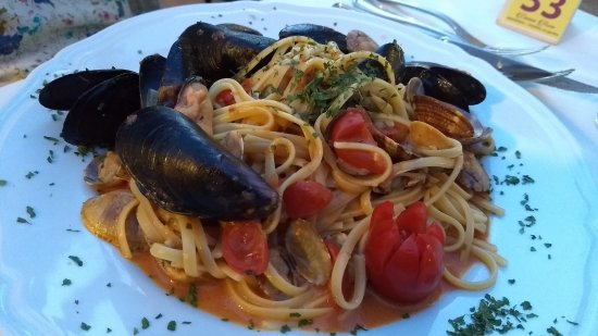 Oliveri, Italie : Linguine with Mussels and Clams