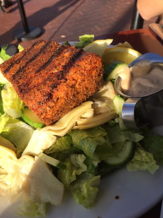 """Tellers Gallery & Bar: Blackened salmon on """"make your own"""" salad"""