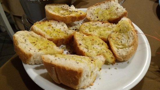 Apollonion Osteria da Carlo: Bread.