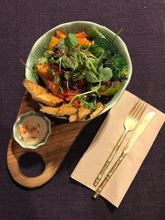 Robina, Australien: Macro bowl with tempeh