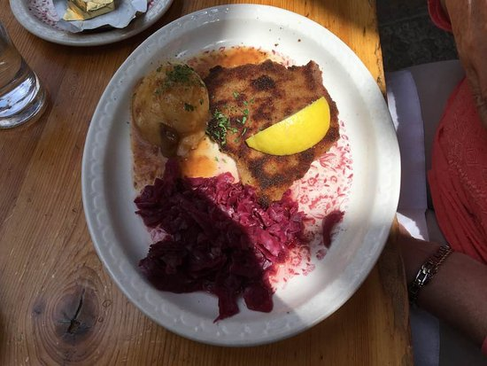 Nederland, CO: schnitzel, potatoes and red cabbage