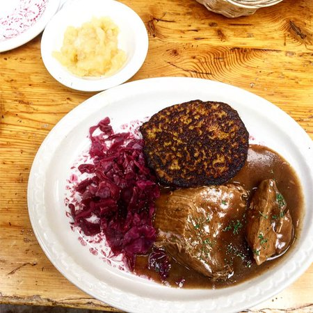 Nederland, CO: sauerbraten, potato pancake and red cabbage