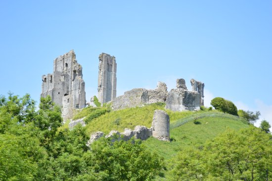 Corfe Castle, UK: View from the walking path