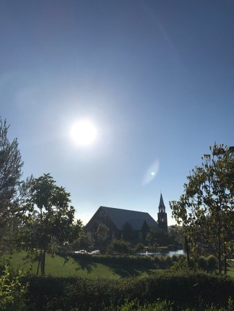 Mariners Church: Beautiful chapel and church grounds