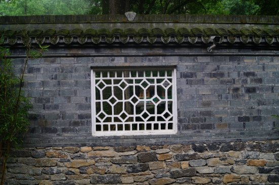 Zuiweng Pavilion: cool window carvings