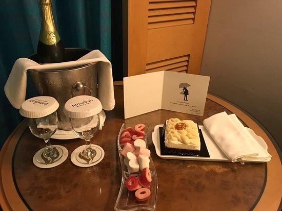 โรงแรมจูไมราห์บีช: photo0.jpg