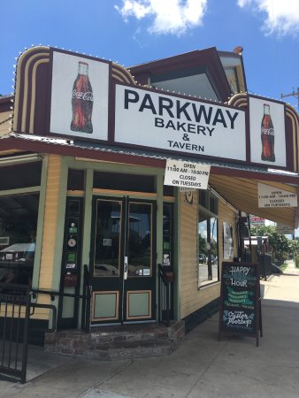 Parkway bakery tavern picture of parkway bakery for Parkway new orleans