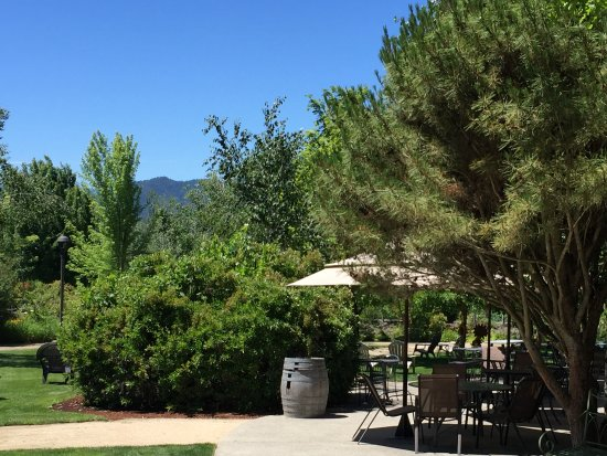 Grants Pass, OR: There is plenty of outdoor seating at Schmidt Family Vineyard.