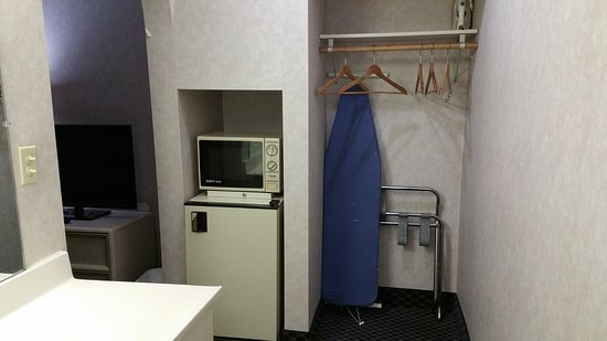 Schiller Park, IL: Microwave, Mini Frig and Closet Area