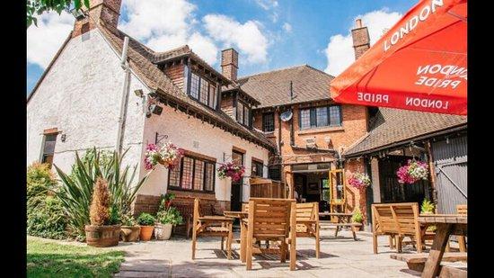 Cranford, UK: Beer Garden