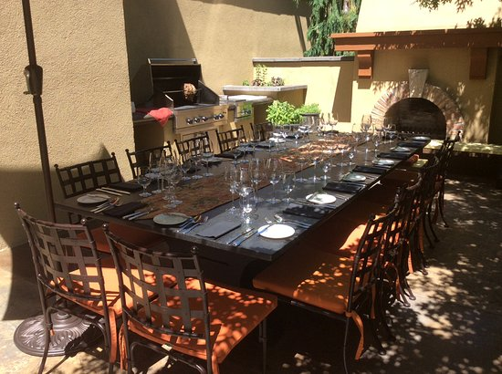 Oliver, كندا: Barbeque lunch setting- Nester Creek- A must stop on your Osoyoos/Oliver wine holiday