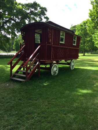 Nairn, UK: Gypsy caravan in the parkland, Cawdor, would like to take this home!