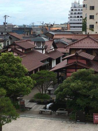 Kaga, Japan: 休憩室から山代温泉の風景