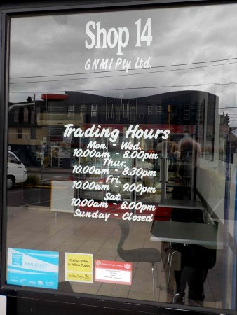 Brunswick, Australien: Sign showing trading hours