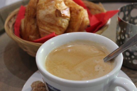 Puivert, France: Petit déjeuner 5€00