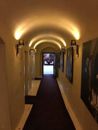 Litomysl, Τσεχική Δημοκρατία: ホテル入口からレストランへの廊下