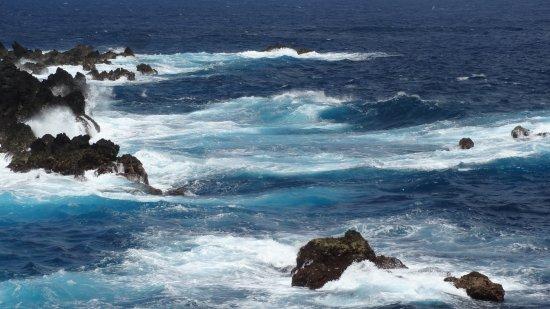 Porto Moniz, Portugal: vue sur la mer magnifique mais très agitée