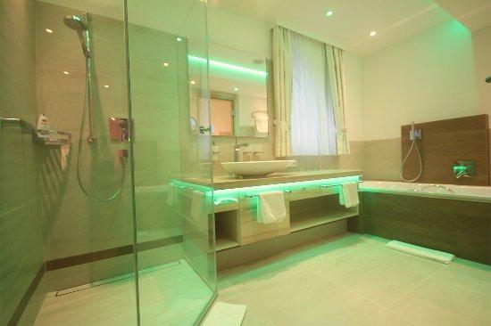 Badezimmer Sonnensuite - Bild von Hotel Bercher, Waldshut-Tiengen ...