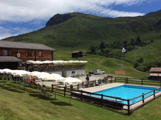 Obersaxen, سويسرا: Cuolm Sura mit Piz Mundaun