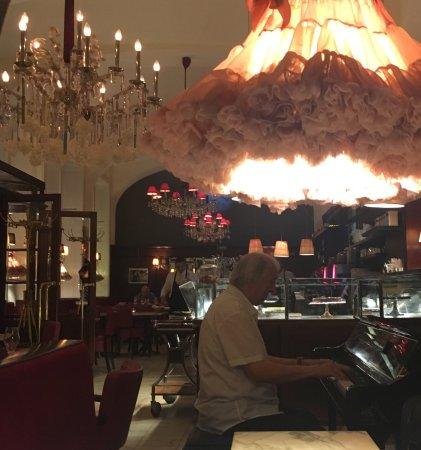Wunderbare entspannte Kaffeehaus-Atmosphäre, jeden Abend sogar mit ...