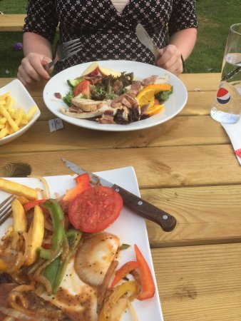 Dursley, UK: Steak not sizzling with raw peppers