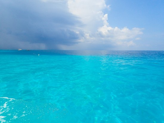 Thulusdhoo Island: Crystal waters of Indian Ocean