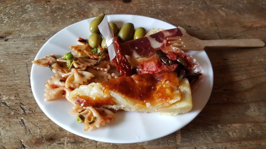 Camelliae Tea Room : Ricco buffet per gli aperitivi