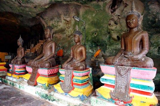 Takua Thung District, Thailand: В храме