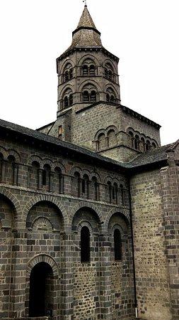 Orcival, Francia: La basilique