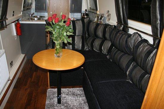 Lancaster, UK: Duck Islands narrow boat Adagio Lounge