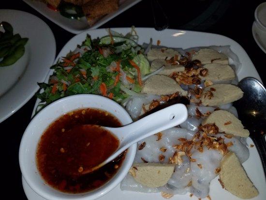 Goji Kitchen: flat rice vegan rolls