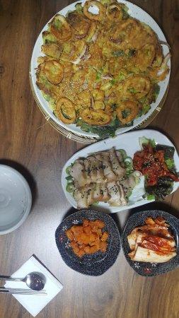 Gangneung, South Korea: 오징어파전과 마늘보쌈
