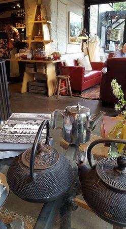 Aberfeldy, UK: bij een lekkere kop thee de laatste aanwinst bekijken