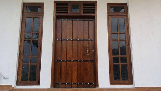 Goyagala lake resort kataragama sri lanka pensionat for Window designs in sri lanka
