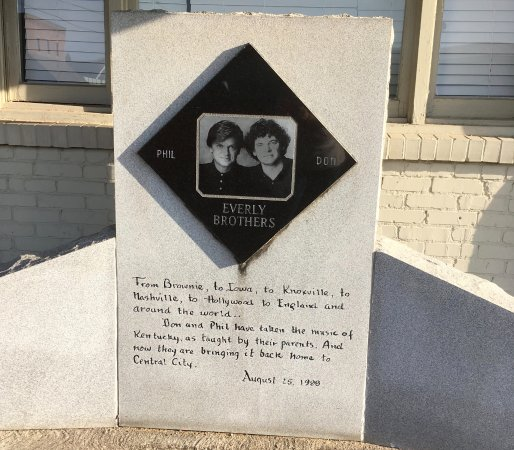 Everly Brothers Monument