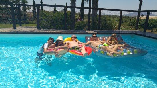 Sharona, Israel: חלק מהמשפחה בבריכה הנפלאה