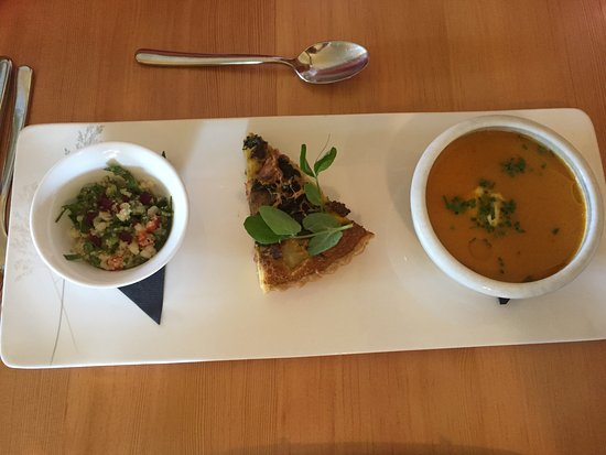 Mill Bay, Canada: Trio - soup, quiche, salad