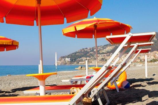 Piraino, Italia: spiaggia attrezzata