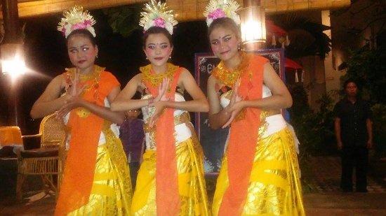 Adirama Restaurant: De danseressen.