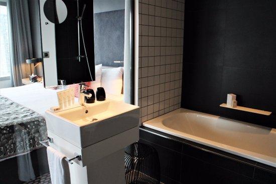 Courbevoie, Frankrijk: Bathroom of The Level Grand Suite #1422