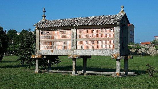 Bodegas del Palacio de Fefinanes: Hórreo in the grounds