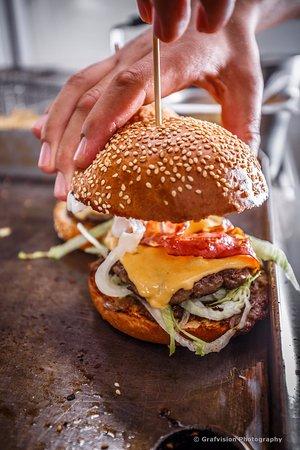 Sfantu Gheorghe, Romênia: Delicious Burger in preparation