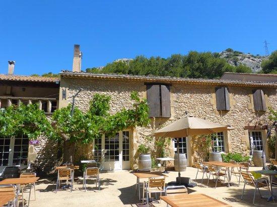 Logis domaine de roquerousse hotel salon de provence - Restaurant le bureau salon de provence ...