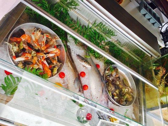 Le Bounty : Restaurant ouvert tout les jours pour les service du midi et soir !!   Service côté mer nos sugg