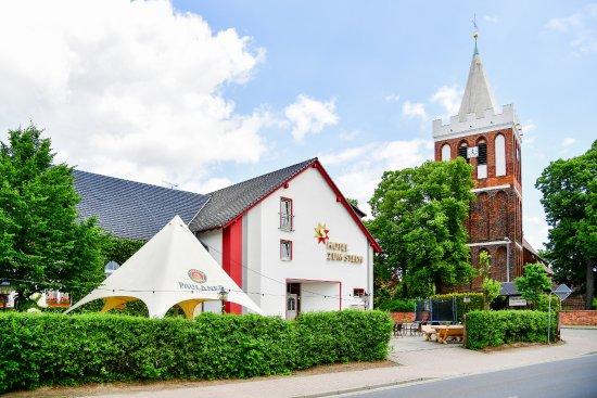 Hotel Zum Stern: Unser Stern mit Terasse und unserer Kirche