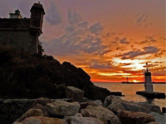 Port Vendres Picture Of Hotel Sur Le Quai PortVendres TripAdvisor - Hotel sur le quai port vendres