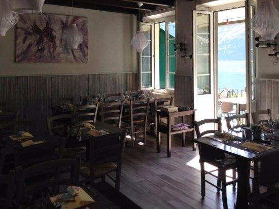 Gandria, Zwitserland: La sala interna, accogliente  e comoda